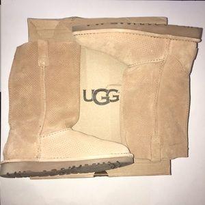 UGG Women's Unlined Boot EUC w/box size 6